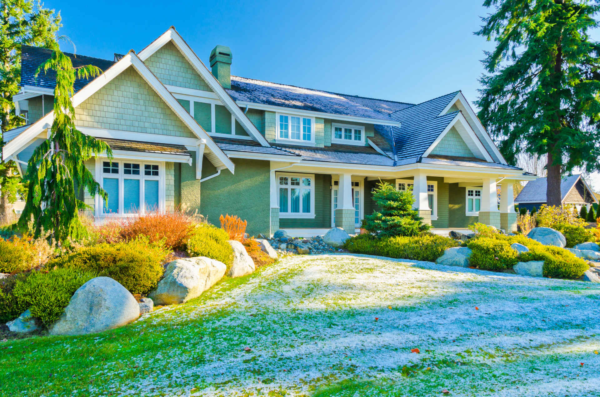 Proper Lawn Mowing and Maintenance in Fall and Winter